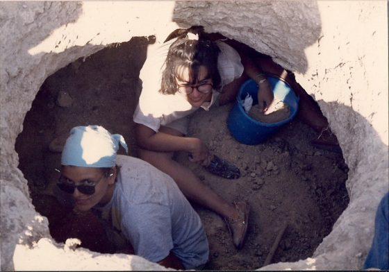 Μέσα σε τάφο στον Άγιο Ερμογένη Κουρίου στην Κύπρο